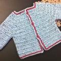 Gilet bébé bleu au crochet