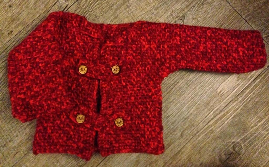 Veste bébé rouge au crochet