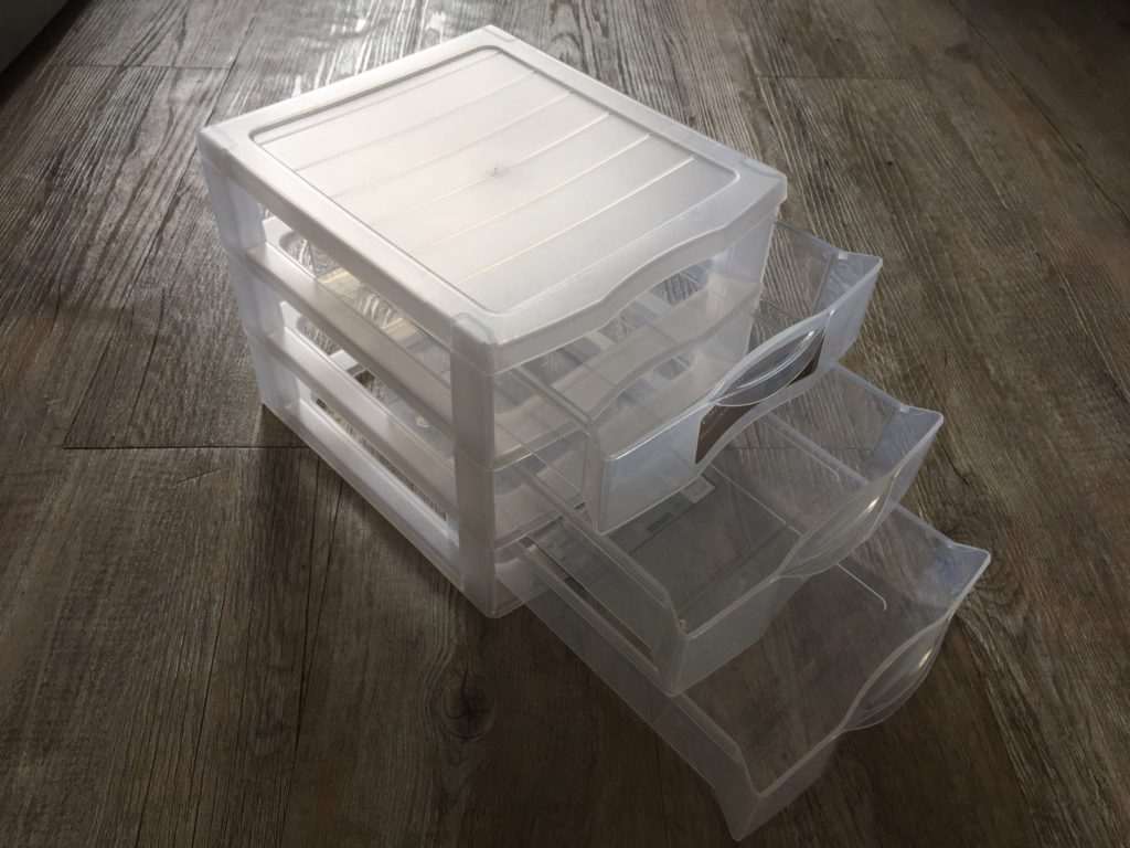 Mini-commode transparente